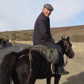 cina-kazako-a-cavallo-con-mandria-2016-09-24-10-09-36