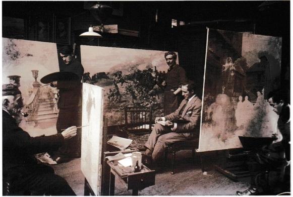 Eduardo mentre dipinge nello studio londinese del figlio Fortunino. al centro l'altro figlio Francesco mentre legge uno spartito