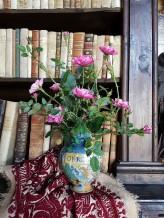 Vanitas. Fiori di carta e antichi vasi da farmacia (3)