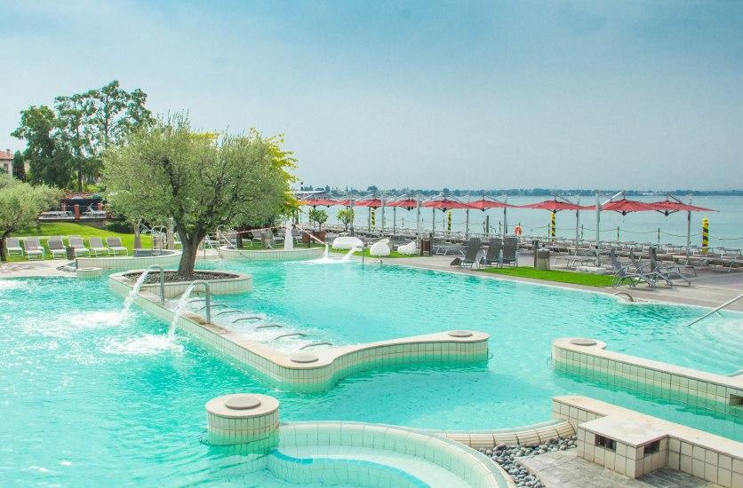 AquariaThermalSpa_Terme di Sirmione_piscina esterna giorno