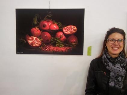 Marta Quintavalle con una sua opera